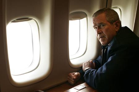 Bush survole La Nouvelle-Orléans dans Air Force One... le 31 août