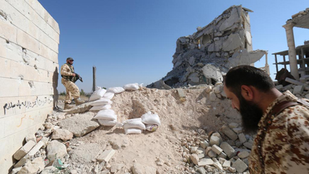 Rebelles syriens dans les ruines d'Alep