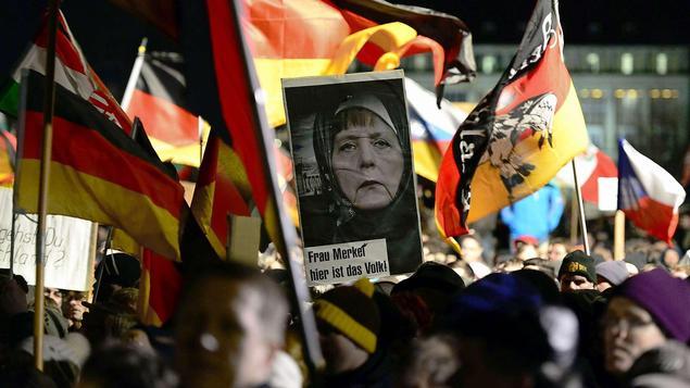 Manifestation de Pegida lundi 19 octobre à Dresde: «Madame Merkel, ici est le peuple»