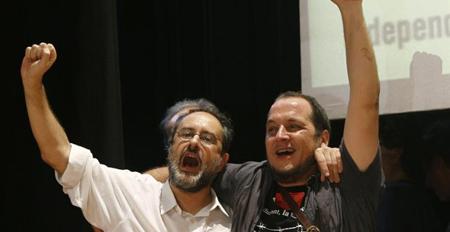 La CUP fête son résultat: Antonio Banos (à gauche)