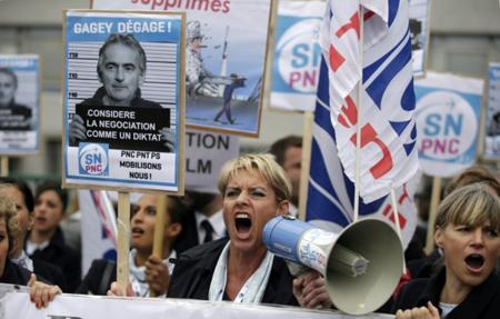 Manifestation devant le siège de la compagnie Air France à Roissy, le 5 octobre