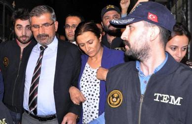Le président du barreau de Dyarbakir, Tahir Elçi, arrêté en pleine nuit le 20 octobre 2015