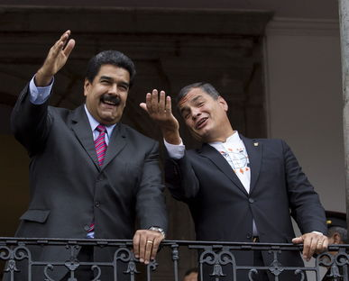 Maduro (Venezuela) et Correa le 21 septembre, au balcon présidentiel à Quito