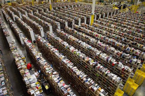 Amazon: ils cherchent le livre... et marchent 17 kilomètres en une nuit de travail