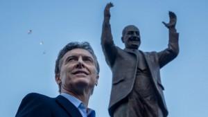 Mauricio Macri inaugure la première statue de Peron à Buenos Aires