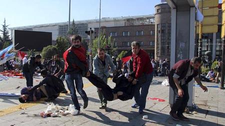 Après la double explosion, samedi 10 octobre, près de la gare d'Ankara