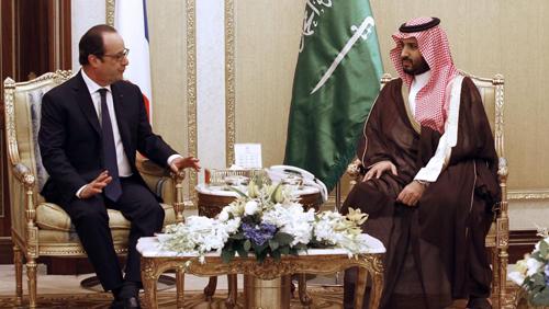 François Hollande, à Riyad, en mai 2015, avec Mohammed bin Salman, le ministre de la Défense du Royaume des Saoud