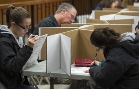 Ils élisent des grands électeurs réunis dans un «Collège électoral»: vote «universel» indirect