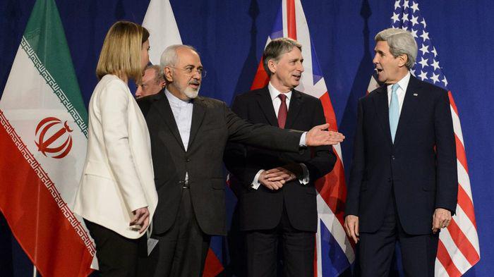 Fredrica Mogherini, Mohamad Javas Zarif, Philipp Hammond et John Kerry (Lausanne, avril 2015): «accord cadre sur le nucléaire iranien»