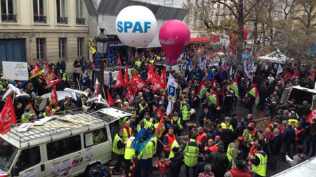 22 octobre: manifestation devant l'Assemblée nationale contre les licenciement à Air France