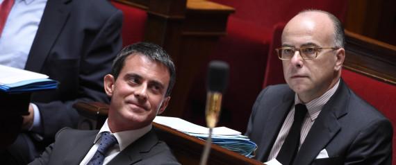 Manuel Vals et Bernard Cazeneuve, ministre de l'Intérieur, lors du vote sur la prolongation de trois mois de l'«état d'urgence» le 19 novembre