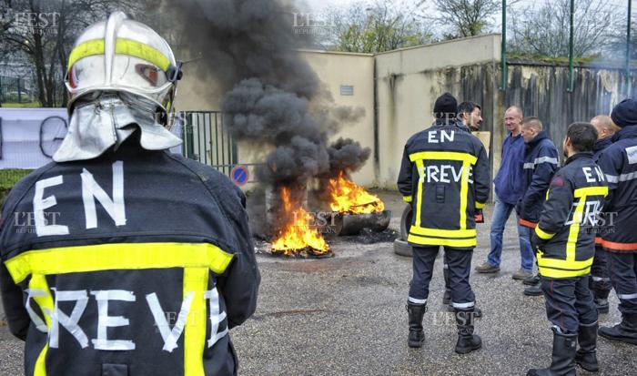 Quelle sera l'ampleur de la grève des pompiers? Ici, grève des pompiers professionnels en Meurthe-et-Moselle en avril 2015