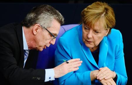 Thomas de Maizière et Angela Merkel