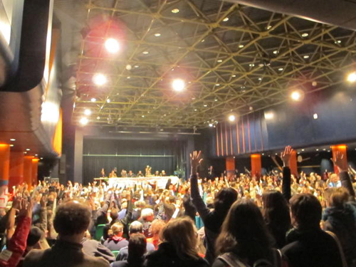 Assemblée générale du personnel de la fonction publique le 2 décembre, vote pour la reconduction de la grève