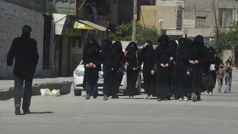 Des cliniques pour femmes fermées à Raqqa