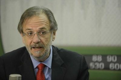 Miguel Rossetto, avant d'animer la deuxième campagne électorale de Dilma Rousseff, pour sa réélection d'octobre 2014, avait reçu, à nouveau. le Ministère du développement agraire, en mars 2014. Il devait présenter, à la manière d'un illusionniste, les résultats plus que maigres en ce domaine du premier mandat de Dilma