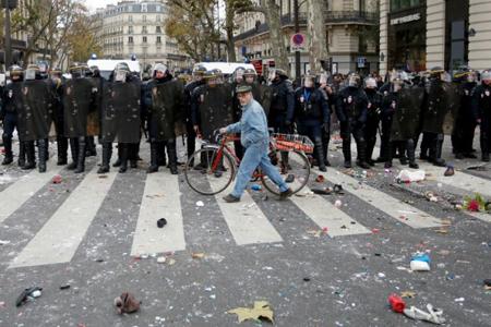 Le 29 novembre 2015, la manifestation «interdite», la provocation prévisible, place de la République