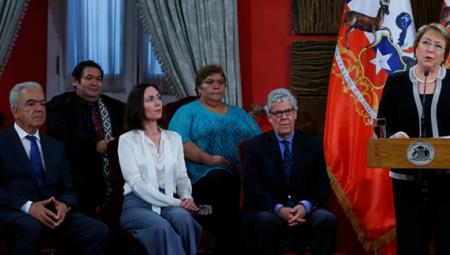 Présentation, le 3 décembre 2015, du Conseil citoyen des observateurs par la présidente Michelle Bachelet