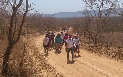 Petits paysans du Minais Gerais se rendant à une manifestation contre un barrage
