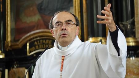 Le cardinal Philippe Barbarin, archevêque de Lyon, primat des Gaules, à Fribourg (Suisse), en septembre 2015… «Adorer, c'est aimer....»