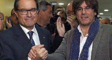 Artur Mas et Carles Puigdemont, le nouveau président de la Genéralité de Catalogne
