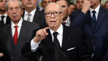 Nidaa Tounes – avec Beji Caïd Essebsi, le président, ici au centre: l'alliance avec Ennahdha continue. Mais dans quelles configurations parlementaire  et sociale? Voilà une des questions (14 janvier 2016)