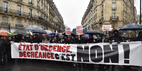 Manifestation-contre-l-etat-d-urgence-et-la-decheance-de-nationalite-a-Paris