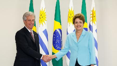 Tabaré Vazquez, figure du «progressisme» uruguayen, et Dilma Rousseff, le 7 décembre 2015
