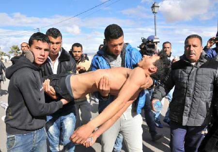 Un jeune Tunisien emmené après une tetntative de suicide  le 22 janvier 2016 à Kasserine