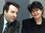 Otto Piller, directeur de l'Office fédéral des «assurances sociales» et Ruth Dreifuss, les deux du PS, en 1997...