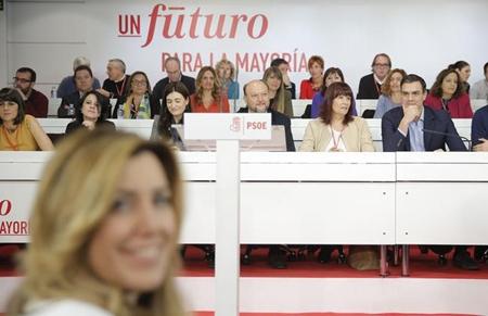 Susana Diaz (présidente de la junte d'Andalousie) et Pedro Sanchez (secrétaire général du PSOE) lors du Comité fédéral du PSOE