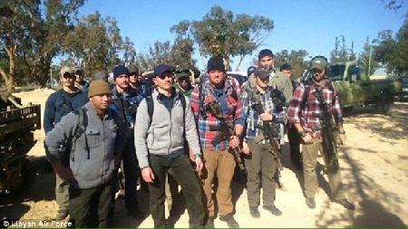 Une vingtaine de «spécialistes» américains, avec des armes dites lourdes, en civil, en Libye (Mail Online du 18 décembre 2015)
