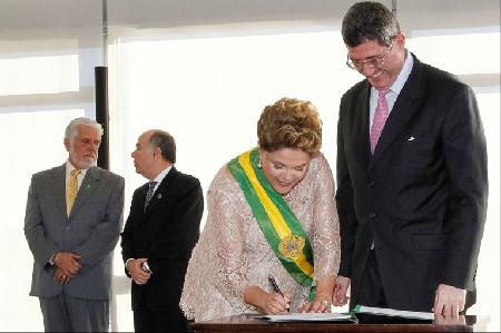 Dilma Rousseff et Joaquim Levy: «Le pragmatisme de la gouvernabilité a battu en brèche les songes et l'histoire du PT» (Carta Capital, 9 janvier 2015)