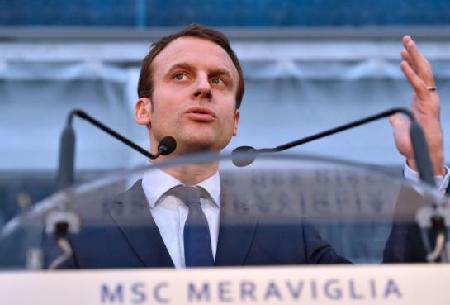 «La dégressivité des allocations chômage fait partie de  ce dont les partenaires sociaux auront à discuter.» Lundi  1er février 2016 à Saint-Nazaire: Emmanuel Macron