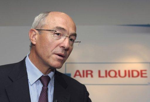 Benoît Potier, P.D-G d'Air Liquide et président de l'ERT. ChIffre d'affaires en 2014: 1'056'377'000,00 euros. Air Liquide, groupe français de taille internationale, spécialisé dans les gaz industriels. AL est présent dans 80 pays et est cotée à Paris et membre du CAC 40.