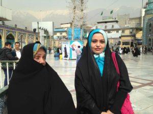 Atiha, 28 ans, commerciale, et sa mère Azam, 52 ans, femme de ménage.