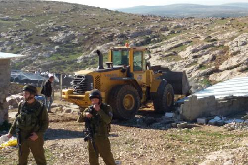 Un officier supérieur déclarait dans une commission parlementaire de la Knesset: «Les zones d'entraînement aux tirs sont fréquemment utilisées pour déplacer des résidents palestiniens.» (+972)