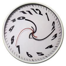 La durée quotidienne de travail effectif d'un conducteur routier ne peut excéder 12 heures mais l'amplitude maximale de travail n'est pas définie par les textes.
