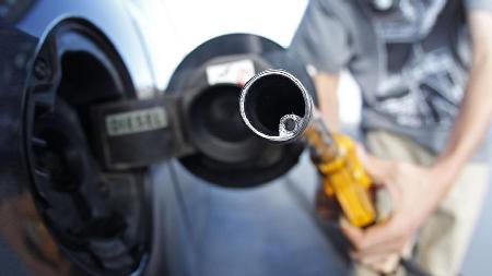 La hausse des taxes sur l'essence et le diesel