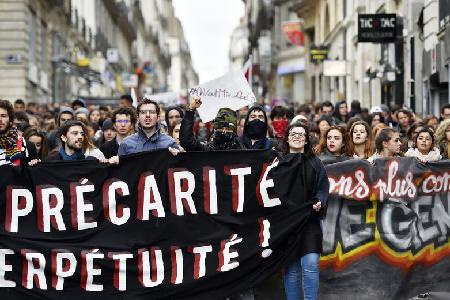 Le 9 mars 2016: les manifestations des étudiant·e·s, souvent étudiant·e·s salariés; rejointes souvent par les travailleurs et chômeurs.