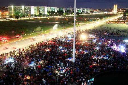 Manifestation de soutien à Dilma le 18 mars, à Brasilia, la capitale administrative: autant dire un appui chétif. Combien de fonctionnaires?