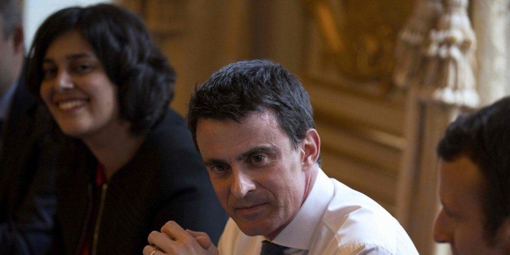 Manuel Valls va recevoir les organisations étudiantes et lycéennes. A sa gauche M. El Komhri, à sa droite E. Macron