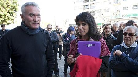 Teresa Rodríguez, secrétaire générale de Podemos en Andalousie, aux côtés du syndicaliste Diego Cañamero, du syndicat des ouvriers agricoles.