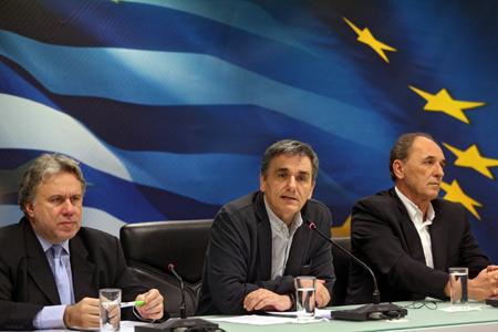 George Katrougalos, Euclide Tsakalotos et George Stathakis, le 12 avril 2106 à Athènes