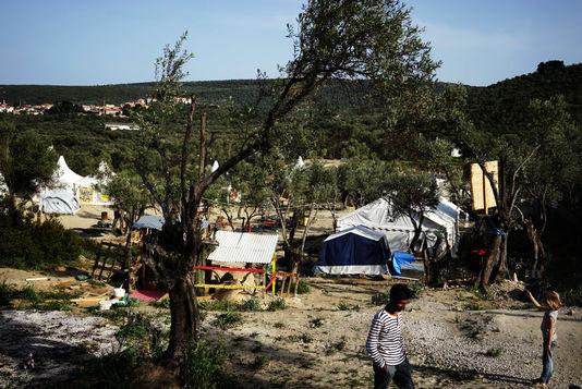 A côté du «hot spot» (camp de rétention») de Moria (île de Lesbos) pour les réfugiés venus de Turquie. Ceux et celles arrivés en Grèce après le 20 mars seront renvoyés en Turquie, suite à l'accord entre l'UE et la Turquie. Le gouvernement Erdogan en renvoie déjà en Syrie...