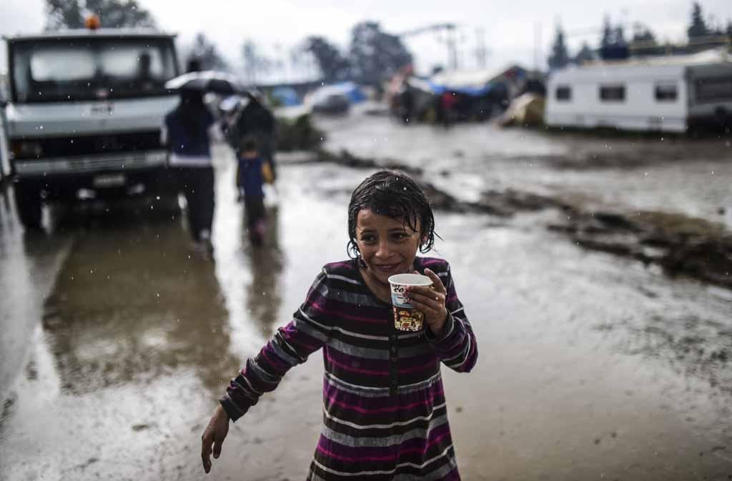 Un jour de pluie dans le camp de fortune (AFP / Bulent Kilic)