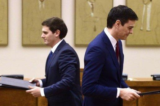 Pedro Sanchez (à droite, PSOE) et Albert Rivera (Ciudadanos, à gauche): des négociations sans résultats...