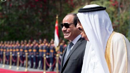 Le président égyptien Abdel Fattah al-Sissi au côté du roi Salman d'Arabie saoudite, le 7 avril 2016 au Caire