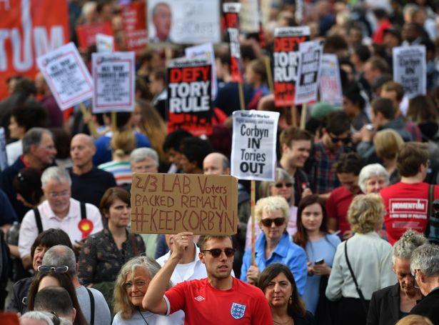 Manifestation de soutien à Corbyn devant le parlement