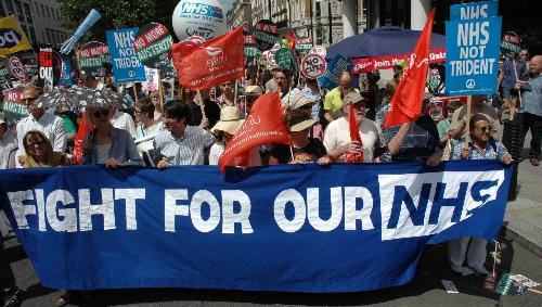 Manifestation en défense du système de santé publique (NHS) en Grande-Bretagne